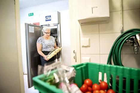 Marja Kynnysmaa sanoo olevansa onnekas, koska on saanut tehdä ruokaa ja järjestää juhlia monenlaisille asiakkaille. Pienin juhla on ollut kahden hengen intiimi kynttiläillallinen ja suurin lähes 15000 hengen massatapahtuma.