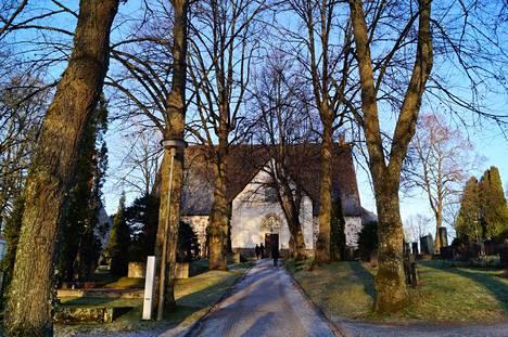 Ensi sunnuntaina pääsee Jumalanpalvelukseen Pyhän Laurin kirkkoon. Kesäkuu tuo muutoksia seurakunnan toimintaan.