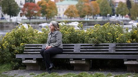 Arja Lemmetyinen valittiin perjantaina Porin yliopistokeskuksen vuoden tutkijaksi. Hän on osallistunut uransa aikana lukuisiin tutkimushankkeisiin.