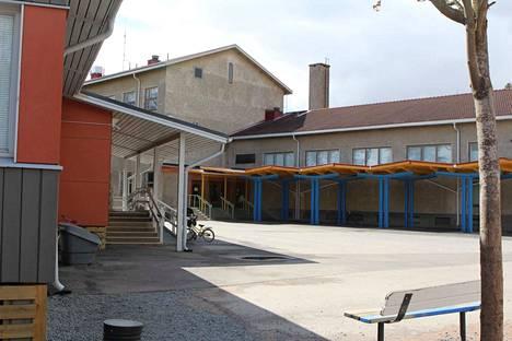 Kankaantaan alakoulu sijaitsee Nokian keskustan alueella. Koulussa opiskelevat nokialaiset 1.–6.-luokkalaiset.