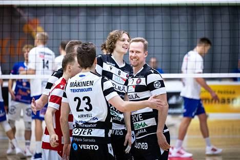 VaLePan Severi Savonsalmella (keskellä) ja Mikko Eskolla (oik.) oli hymy herkässä lauantaina.