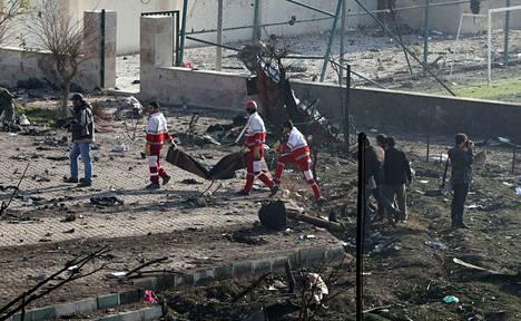 Onnettomuus tapahtui lentoaseman lähellä Teheranissa. Alueella on tehty mittavia raivaustöitä.