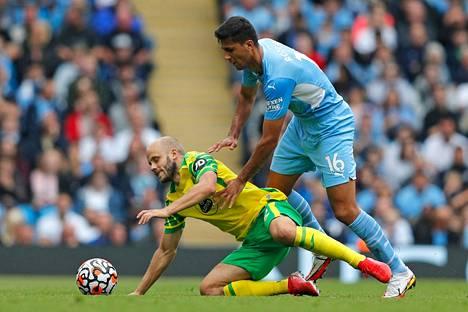 Teemu Pukki jäi aseettomaksi Rodrigon ja muiden City-pelaajien rullatessa Norwichin yli.