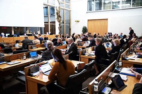 Tampereen kaupunginvaltuuston kokousta voi seurata suorana tässä jutussa.