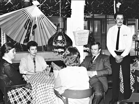 Harjavaltalainen Kuparitupa oli keväällä 1986 yli kuukauden remontissa. Kun työt olivat ohi, avattiin uudistunut ravintola nimellä Casa Mia & Pub Robin Hood.