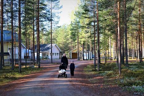 Aina ei tarvitse lähteä Lappiin asti. Jämin Perhepuiston ja Mielahden mökkikylissä on mökkejä isommillekin perheille.