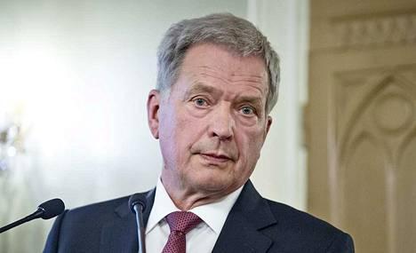 Presidentti Sauli Niinistö on huolissaan, että yhä useampia virkamiehiä häiritään, vainotaan ja maalitetaan heidän työnsä vuoksi.
