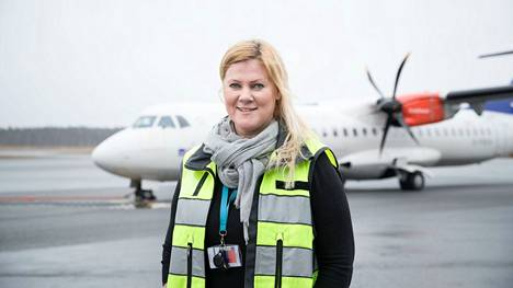 Lentoasemapäällikkö Mari Nurminen valokuvattiin Tampere-Pirkkalan lentoasemalla 31.3.2017.