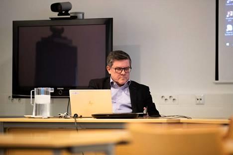 Pirkanmaan alueellinen pandemiaohjausryhmä kertoo jälleen tiistaina tuoreita tietoja epidemiatilanteesta Pirkanmaalla. Johtajaylilääkäri Juhani Sand oli paikalla ryhmän tilaisuudessa syyskuussa 2020.