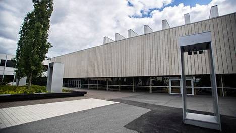 Tampereen yliopiston journalistiikan työelämäprofessuuria on täytetty vuodesta 2007 lähtien. Yliopiston päärakennus kuvattuna 27.6.2019.