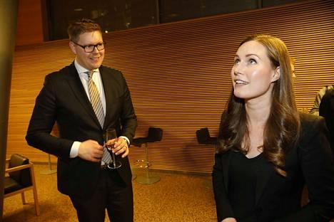 Sdp:n puoluevaltuusto äänesti sunnuntaina pääministeriehdokkaasta. Sanna Marin (oik.) voitti Antti Lindtmanin täpärästi äänin 32–29.