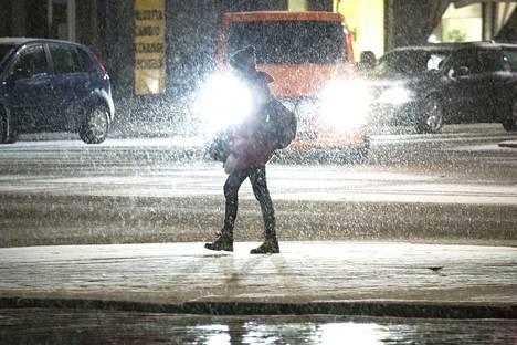 Liikenteessä tarkkana! Ajokeli muuttuu huonoksi Pirkanmaalla illan aikana. Arkistokuva.