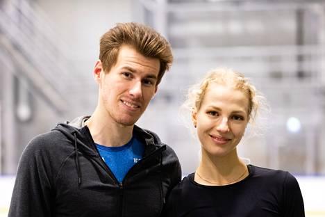 Matthias Versluis ja Julia Turkkila ovat luistelleet yhdessä helmikuusta 2016 alkaen.
