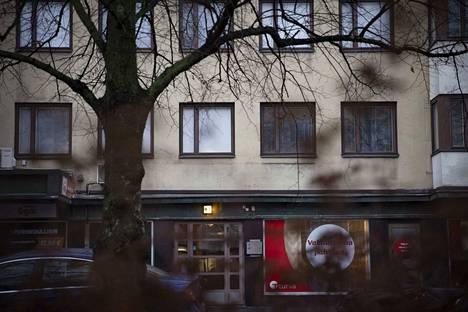 Lähes 9 kiloa poikkeuksellisen vahvaa amfetamiinia, katukauppa-arvoltaan jopa 500 000 euroa, päätyi kummallisen erehdyksen kautta Porin keskustassa sijaitsevan kerrostalon porraskäytävään ja edelleen poliisin haltuun.