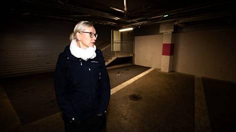 Lempon Parkin toimitusjohtaja Riitta Järvenpää kertoo, että hallissa on tyhjennetty jauhesammuttimia, vahingoitettu paloilmoittimia ja leikitty tulitikuilla.