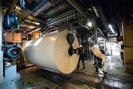 Kartongin kysynnän uskotaan kasvavan, kun esimerkiksi verkkokauppaan tarvitaan lisää pakkausmateriaaleja. Suomessa valmistetaan kartonkia muun muassa Metsä Boardin Takon tehtaalla Tampereella.