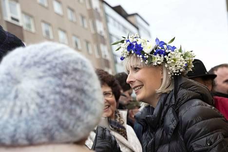 Laura Huhtasaari (ps.) kampanjoi Porin kävelykadulla viikko sitten lauantaina. Hän ei ole vielä paljastanut, onko eduskuntavaalien jälkeen edessä eurovaalikampanja.