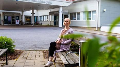 """""""Noin sata henkeä viikossa hakee vielä ykkösrokotuksia"""", Valkeakosken kaupungin johtava ylilääkäri Riikka Luoto kertoo."""