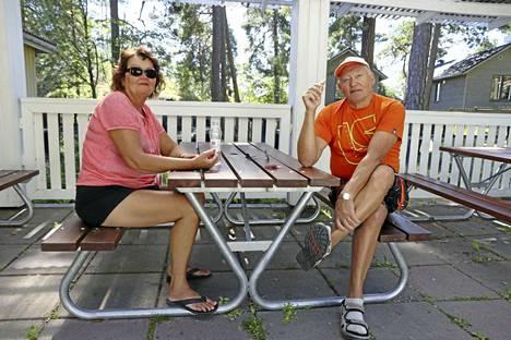 Tarja ja Hannu Luoma sanovat Naantalin tarjonneen heille mieluisan kesäkokemuksen.