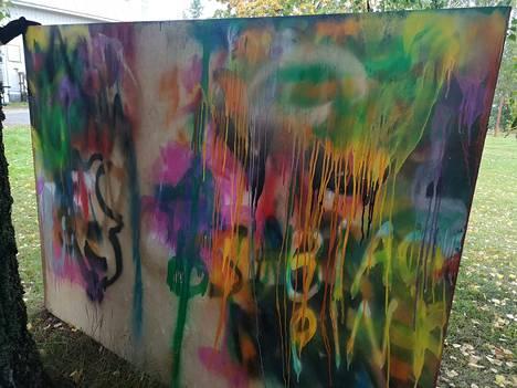 Sastamalan nuorisovaltuuston jäsenet ovat halunneet kohdentaa kokouspalkkioitaan toiminnan järjestämiseen kaikille Sastamalan nuorille. Keskiviikkona nuorisovaltuusto oli mukana järjestämässä tapahtumaa nuorisotalo Pilvellä, jossa nuoret pääsivät tekemään muun muassa graffiteja.