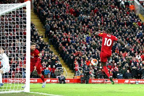 Sadio Mane viimeisteli Liverpoolin 3–2-voittomaalin.