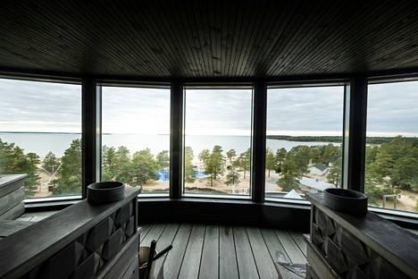 Onko tässä maan ylellisin näkymä lauteilta? Maisemasauna Pramee on yhdistetty kabinetti- ja saunatila 25 henkilölle. Sauna on hotellin huipulla ja lauteilta avautuu näköala koko Yyteriin.
