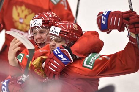 Venäjä kampesi tappioasemasta nopeasti tasoihin kolmannessa erässä.