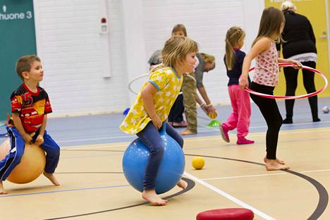 Talvilomaviikon lopuksi voi Porissa osallistua vaikka 1–10-vuotiaille tarkoitettuun lasten liikuntamaahan. Arkistokuva.