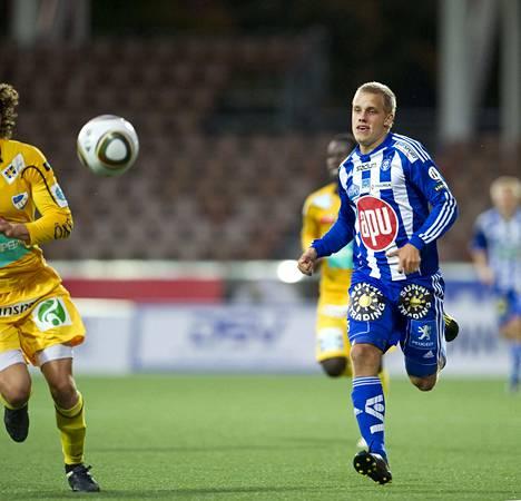 Tältä näyttivät Teemu Pukin otteet HJK:ssa vuonna 2010. Kuva on otettu pelissä HJK–IFK Mariehamn.