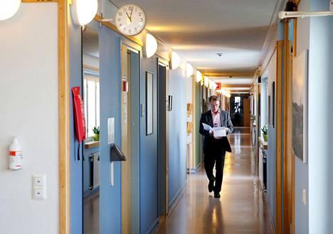 Satakunnan sairaanhoitopiirin johtajan Ermo Haaviston mukaan näyttää siltä, että koronaan sairastuneet Rauman telakan työntekijät eivät tule kuormittamaan Satasairaalaa.