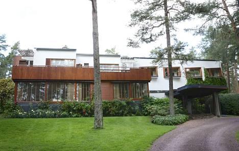 Alvar Aallon suunnittelema Villa Mairea valmistui vuonna 1939 asuin- ja edustusrakennukseksi. Tänä kesänä siellä pääsee näkemään myös taideteoksia, jotka eivät ole ennen olleet esillä yleisölle.