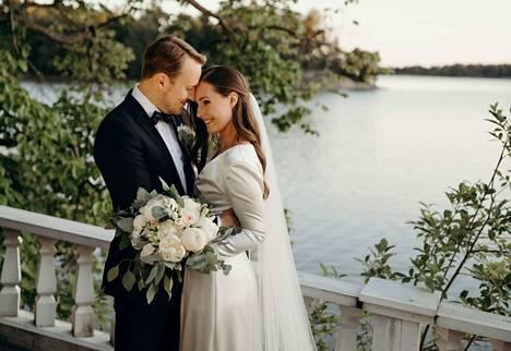 Pääministeri Sanna Marinilla oli hääjuhlassa yllään sama mekko kuin Linnan juhlissa viime joulukuussa.