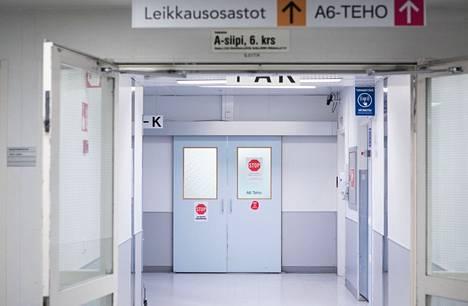 Aiempaa useampi koronapotilas selviää tehohoitojaksosta, jolle on viruksen takia joutunut. Aamulehti kuvasi Taysin koronateho-osaston edustaa marraskuussa 2020.
