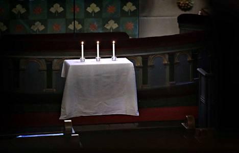 Suruhartaus pidettiin Pyhän Ristin kirkossa.
