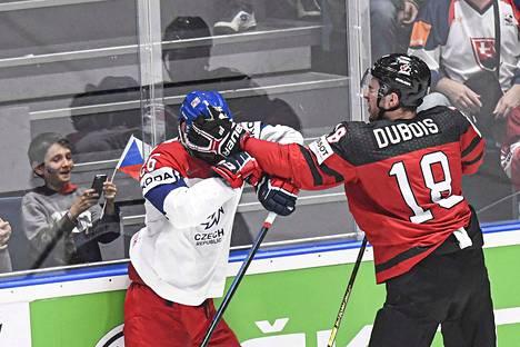 Pierre-Luc Dubois osaa pimentää vastustajan.