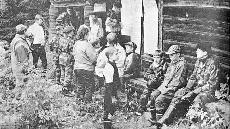 KMV-lehti kertoi 17.9.1991 Kuoreveden Taipaleen koululla päätettiin tehdä töitä kahtena syyslukukauden lauantaina, jotta joululoma säilyisi kahden viikon mittaisena. Taipaleen ala-asteen oppilaat vanhempineen viettivät yhden päivän Mäntän Kälvinsalossa luontoretkellä tutustuen metsien moninaiskäyttöön.