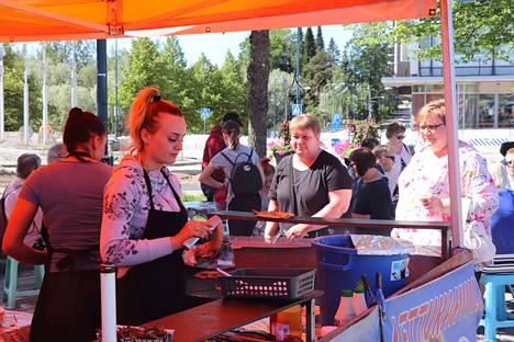 Lettukahvilat ja grillipisteet houkuttelivat asiakkaita