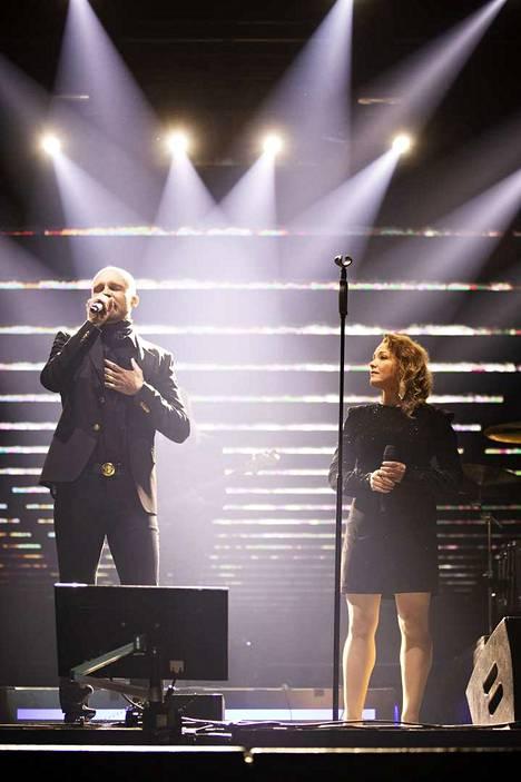 Juha Tapio ja Annika Eklund.