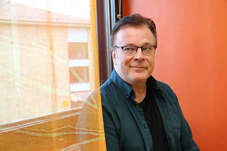 Humanististen tieteiden kandidaatti Heikki Vesterinen innostui viisi vuotta sitten aforismien kirjoittamisesta. Uudessa kirjassa on yli 200 aforismia.