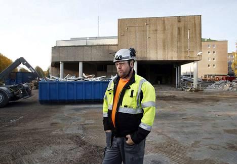 Purku-urakka on vielä alkuvaiheessa sisätiloissa. Timantti Nieminen Oy:n toimitusjohtaja Tero Nieminen ennakoi, että tontti on vapaana ensi vuoden maaliskuussa uuden rakentamista varten.