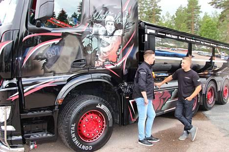 Simo Laakso ja Tomi Koponen esittelivät kuorma-autoaan vuoden 2017 Kankaanpää Custom Showssa.