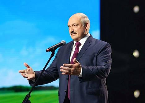 Aleksandr Lukashenko pysyy vallassa Venäjän tuen ja väkivallan turvin. Ainakin noin kymmenentuhatta ihmistä on pidätetty kansainvälisen yhteisön vilpillisenä pitämien vaalien jälkeen ja tuhansia on pahoinpidelty, hakattu ja kidutettu. Arkistokuva.