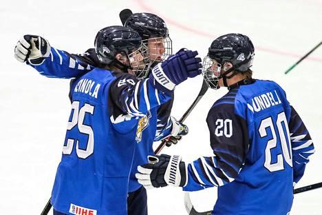 Ville Heinola (vas.) edusti Suomea viime kaudella myös alle 18-vuotiaiden poikien MM-kisoissa. Ne kisat eivät olleet aivan yhtä hohdokkaat kuin vuodenvaihteen alle 20-vuotiaden kultakisat.