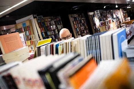 Ostettujen kirjojen määrä on viidessä vuodessa vähentynyt kolme miljoonaa, kirjoittaa Erkki Teikari.