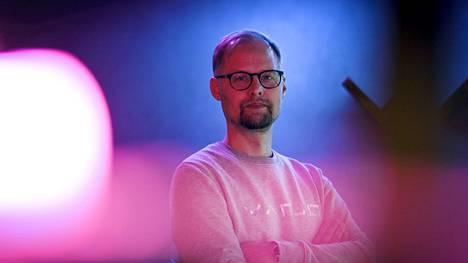 Vr- ja xr-teknologioiden kanssa työskentelevän suomalaisen Varjo Technologies yrityksen perustaja ja teknologiajohtaja Urho Konttori kuvattiin Helsingissä 22. lokakuuta 2021. Varjo kehittää tehostetun todellisuuden ja virtuaalitodellisuuden laseja ammattilaisille.