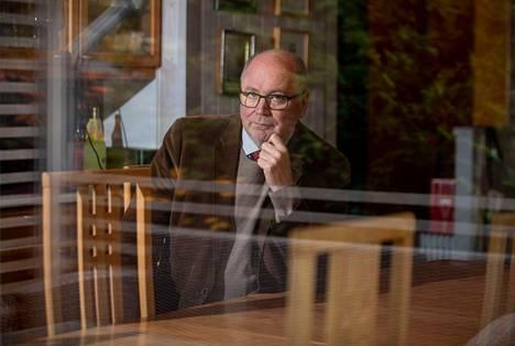 Europarlamentaarikko Eero Heinäluoma (sd.) toimi eduskunnan tarkastusvaliokunnan puheenjohtajana vuonna 2015, jolloin Valtiontalouden tarkastusvirastolle haettiin uutta pääjohtajaa.