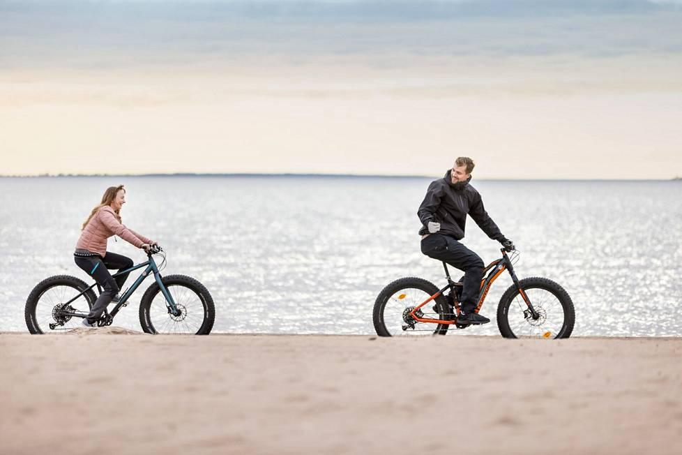 Kuusi kilometriä rantaviivaa on uniikki maasto fatbikeilyyn. Yyterin maastoon on entisestään lisätty helppokulkuisia ja hyvin merkittyjä reittejä pyöräilyyn ja patikointiin.