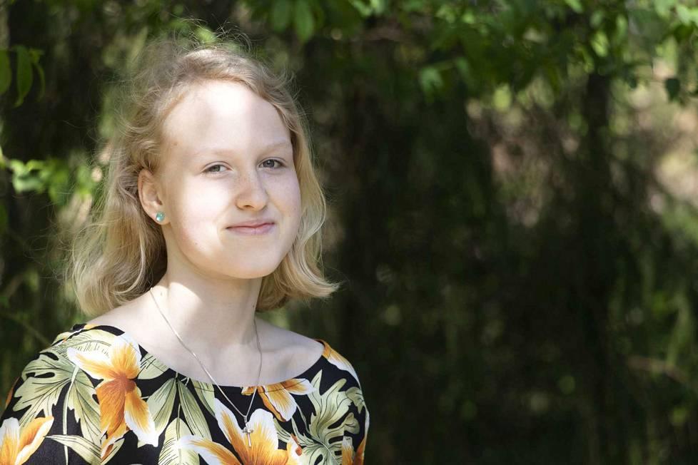 Ella Ojala on pohtinut ainakin elintarvikekemistin, opettajan, pesäpalloilijan ja toimittajan uravalintoja.