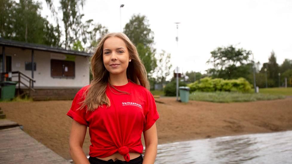 Amanda Hyövälti oli kesätyössä kaupungin uimavalvojana Apian rannalla viime vuonna.
