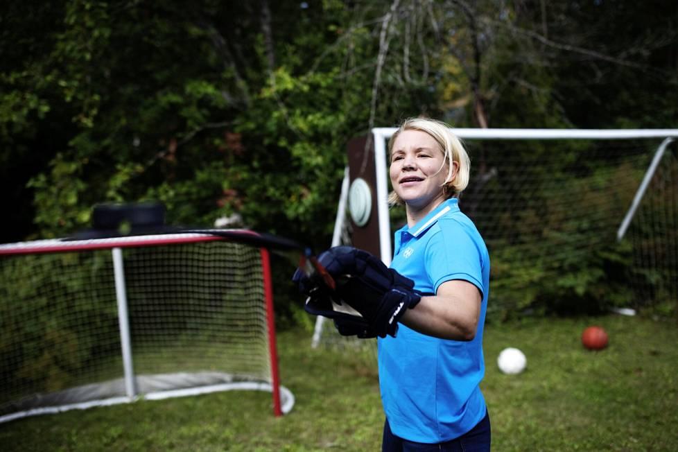 Emma Terho oli vain 16-vuotias pelatessaan ensimmäisen kerran olympialaissa. Tokiossa hänet valittiin urheilijoita edustavan KOK:n urheilijakomission puheenjohtajaksi.